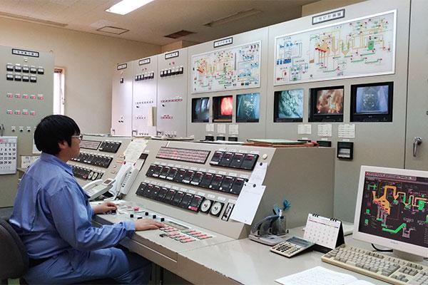 ゴミ焼却場 中央制御室